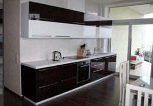 черно-белая кухня акрил