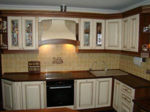Кухня МДФ темный корпус и светлые фасады