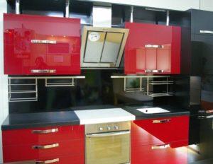 красная кухня акрил